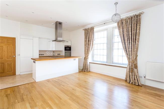Guide Price £280,000, 1 Bedroom Flat For Sale in Sevenoaks, Kent, TN13