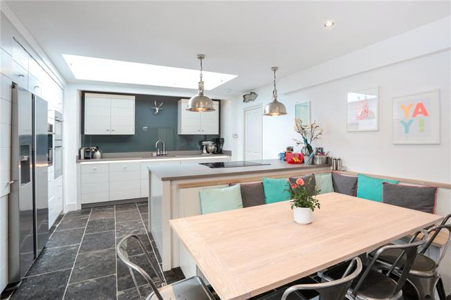 Guide Price £795,000, 4 Bedroom Detached House For Sale in Tonbridge, TN10