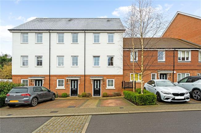 Guide Price £525,000, 3 Bedroom Terraced House For Sale in Dunton Green, TN14