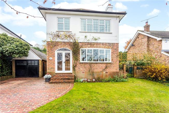 Asking Price £900,000, 3 Bedroom Detached House For Sale in Kent, TN13