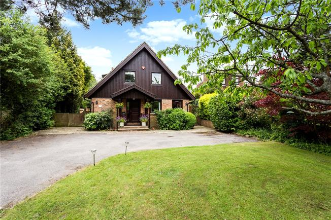 Guide Price £950,000, 4 Bedroom Detached House For Sale in Sevenoaks, Kent, TN14