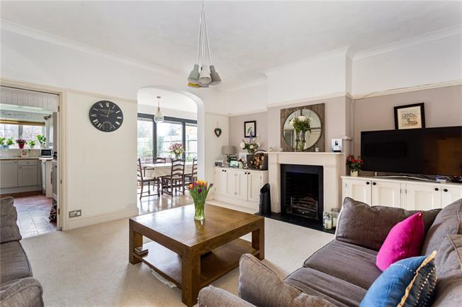 Guide Price £650,000, 3 Bedroom Semi Detached House For Sale in Halstead, TN14