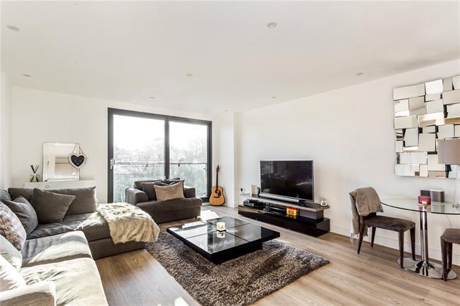 Guide Price £330,000, 1 Bedroom Flat For Sale in Sevenoaks, TN13