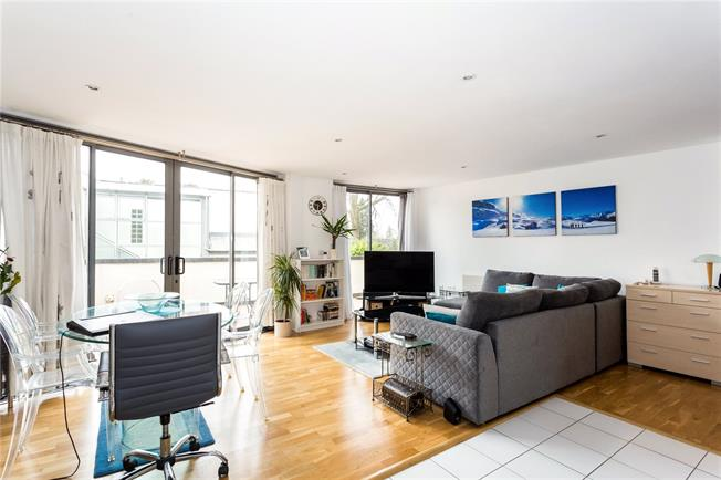 Asking Price £425,000, 2 Bedroom Flat For Sale in Sevenoaks, Kent, TN13