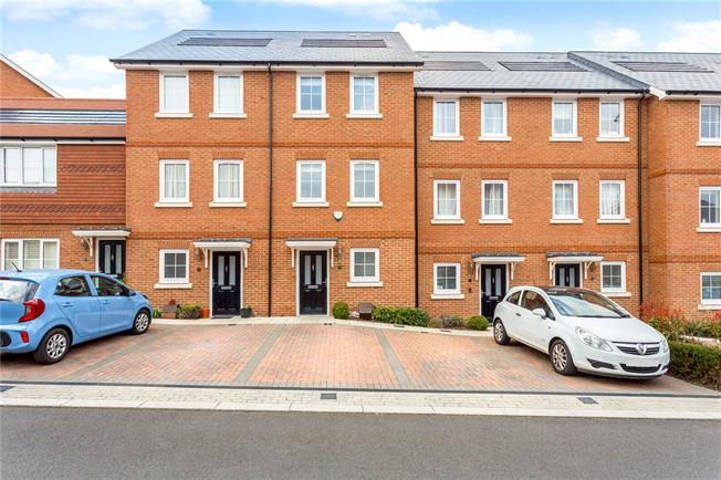 Guide Price £500,000, 4 Bedroom Terraced House For Sale in Dunton Green, TN14