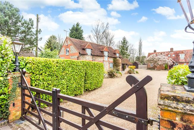 Offers in excess of £1,000,000, 4 Bedroom Detached House For Sale in Tatsfield, TN16