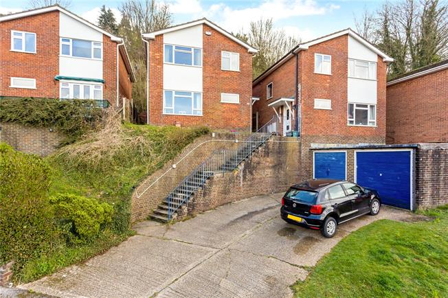 Offers in excess of £400,000, 3 Bedroom Detached House For Sale in Biggin Hill, TN16