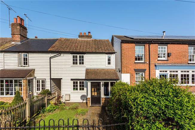 Guide Price £475,000, 3 Bedroom Semi Detached House For Sale in Sevenoaks, TN13