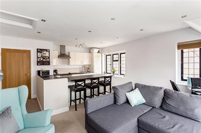 Guide Price £260,000, 1 Bedroom Flat For Sale in Sevenoaks, TN13