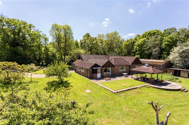 Guide Price £1,000,000, 4 Bedroom Detached House For Sale in Sevenoaks, Kent, TN15