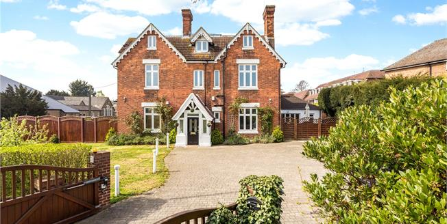 Guide Price £950,000, 7 Bedroom Detached House For Sale in Kent, BR8