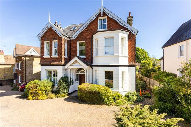 Asking Price £289,500, 1 Bedroom Flat For Sale in Sevenoaks, TN13