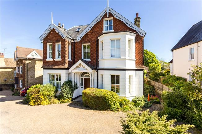Asking Price £289,500, 1 Bedroom Flat For Sale in Sevenoaks, Kent, TN13