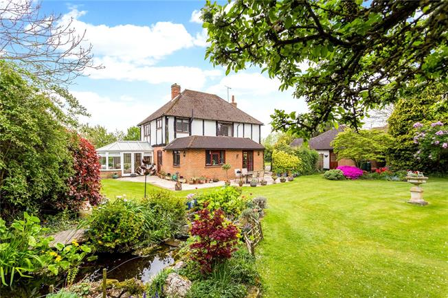 Asking Price £1,100,000, 4 Bedroom Detached House For Sale in East Peckham, TN12
