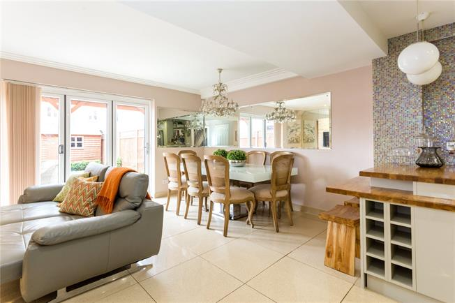 Guide Price £450,000, 4 Bedroom Terraced House For Sale in Dunton Green, TN13