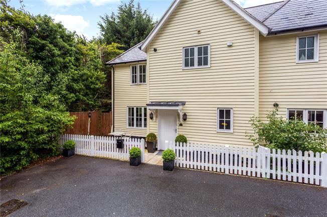 Guide Price £725,000, 3 Bedroom Semi Detached House For Sale in Westerham, Kent, TN16