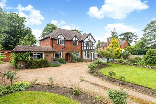 Asking Price £1,100,000, 4 Bedroom Detached House For Sale in Sevenoaks, TN13