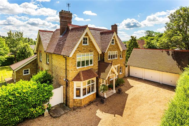 Guide Price £1,900,000, 5 Bedroom Detached House For Sale in Dunton Green, TN13