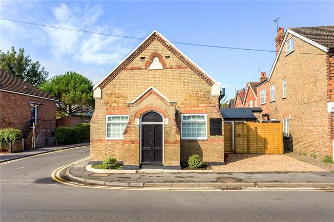 Asking Price £425,000, 3 Bedroom Detached House For Sale in Dunton Green, TN13
