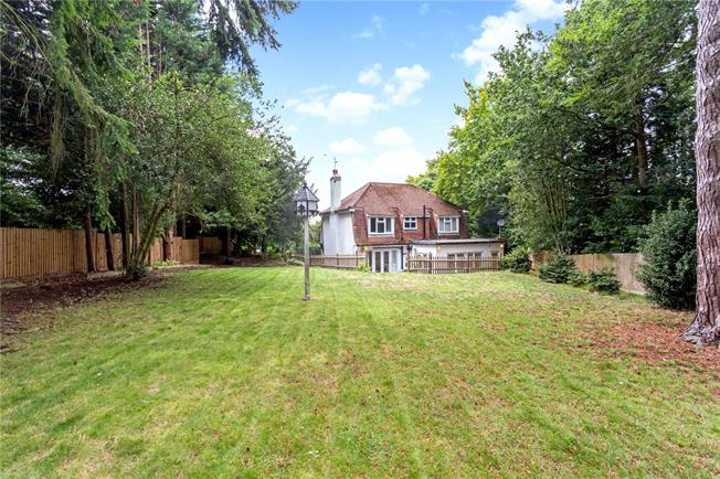 Asking Price £1,000,000, 4 Bedroom Detached House For Sale in Sevenoaks, TN13
