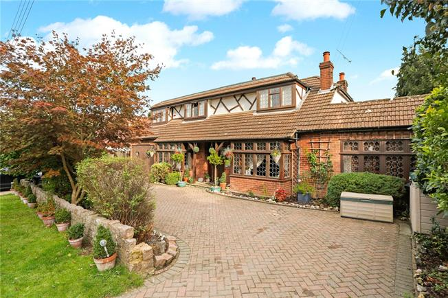 Asking Price £800,000, 4 Bedroom Detached House For Sale in Cudham, TN14