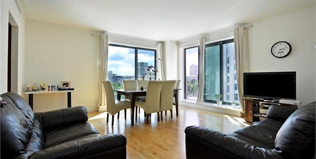 Guide Price £655,000, 2 Bedroom Flat For Sale in London, E14