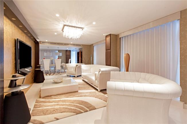 Guide Price £2,100,000, 3 Bedroom Flat For Sale in London, E14