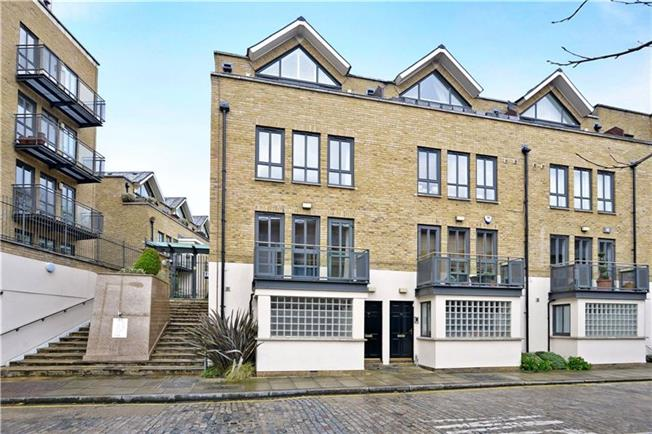 Asking Price £1,300,000, 4 Bedroom Semi Detached House For Sale in London, E14
