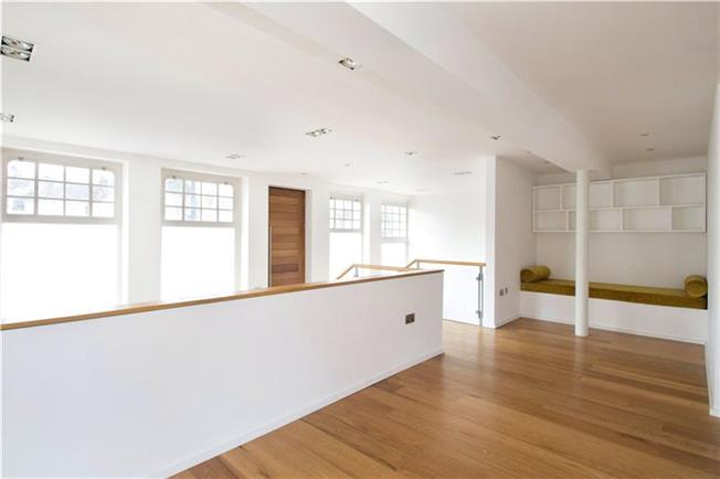 Asking Price £850,000, 2 Bedroom Flat For Sale in London, E14