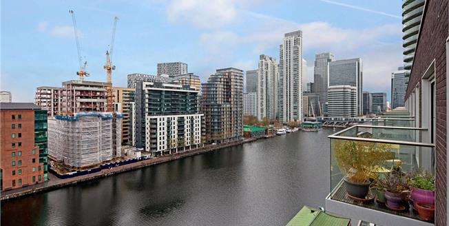 Asking Price £760,000, 2 Bedroom Flat For Sale in London, E14