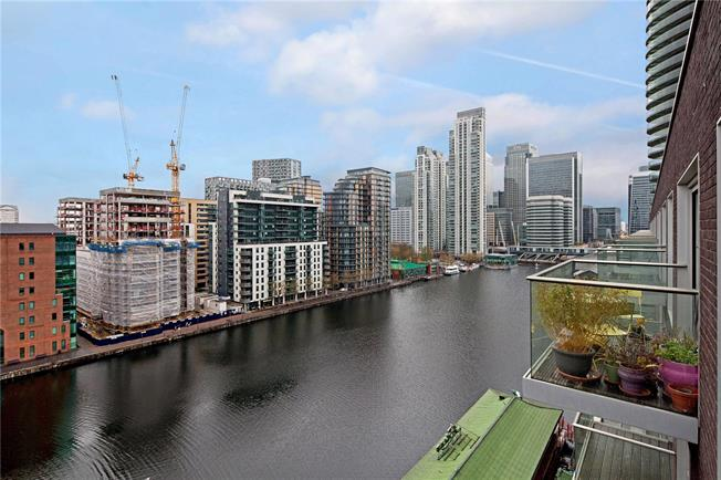 Asking Price £785,000, 2 Bedroom Flat For Sale in London, E14