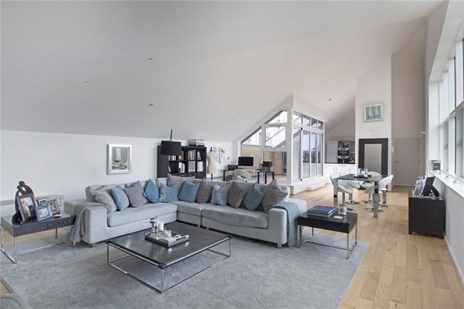 Asking Price £975,000, 3 Bedroom Flat For Sale in London, E16