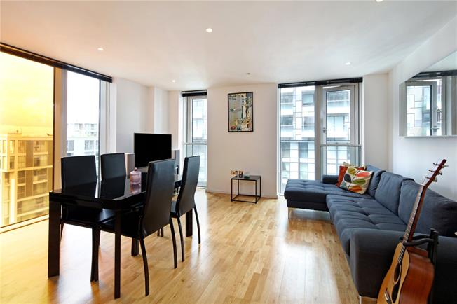 Asking Price £460,000, 1 Bedroom Flat For Sale in London, E14