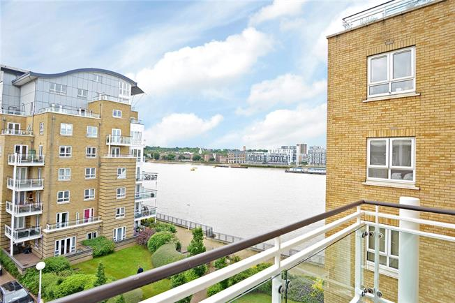 Asking Price £535,000, 2 Bedroom Flat For Sale in London, E14