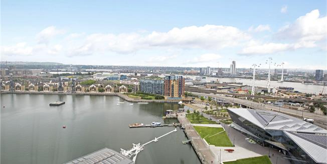 Asking Price £1,625,000, 3 Bedroom Flat For Sale in London, E16