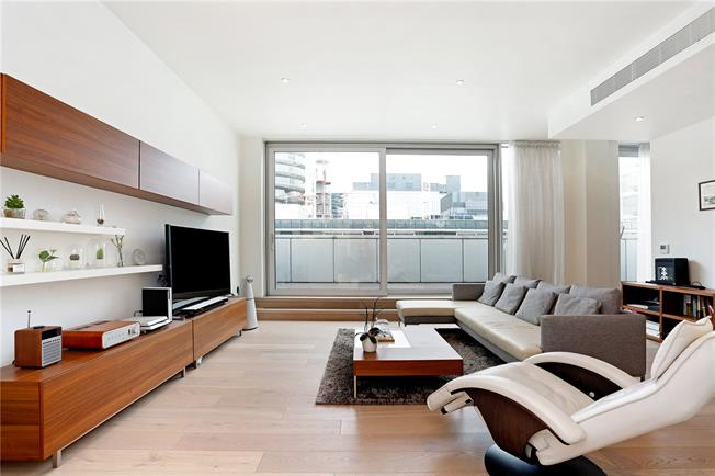 Asking Price £1,100,000, 2 Bedroom Flat For Sale in London, E14