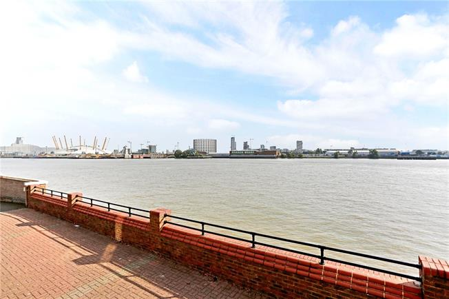 Asking Price £419,995, 1 Bedroom Flat For Sale in London, E14