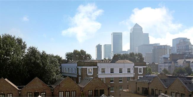 Asking Price £970,000, 3 Bedroom Flat For Sale in London, E14