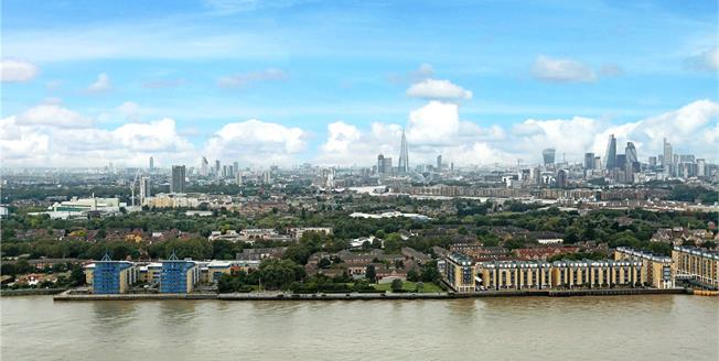 Asking Price £550,000, 1 Bedroom Flat For Sale in London, E14