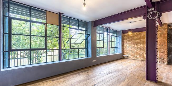 Asking Price £1,225,000, 3 Bedroom Flat For Sale in London, E14