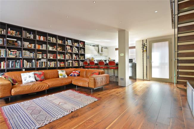 Asking Price £710,000, 3 Bedroom Terraced House For Sale in London, E14