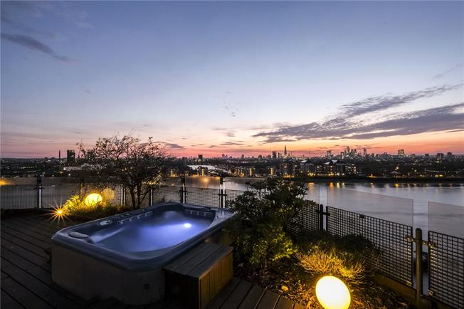 Asking Price £2,000,000, 2 Bedroom Flat For Sale in London, E14
