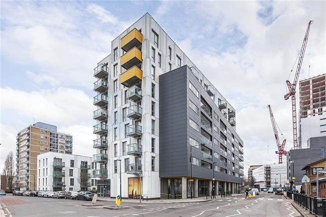 Asking Price £325,000, 1 Bedroom Flat For Sale in London, E14