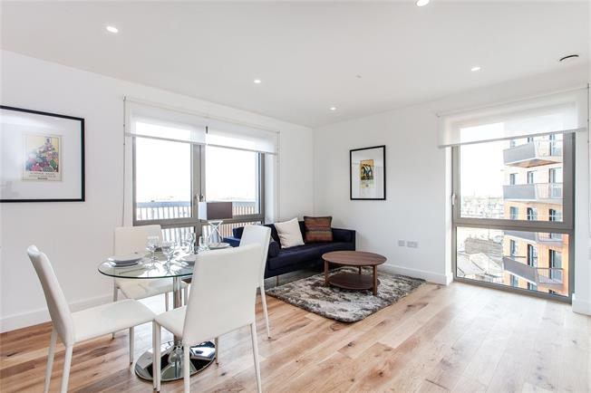 Asking Price £450,000, 2 Bedroom Flat For Sale in London, E16