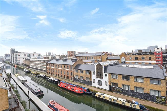 Asking Price £350,000, 1 Bedroom Flat For Sale in London, E14