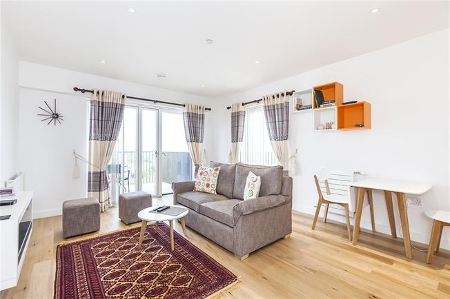 Asking Price £400,000, 1 Bedroom Flat For Sale in London, E16