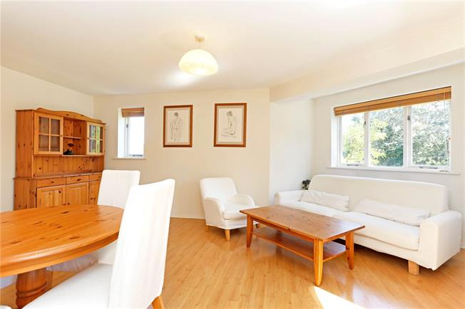 Asking Price £419,995, 2 Bedroom Flat For Sale in London, E14