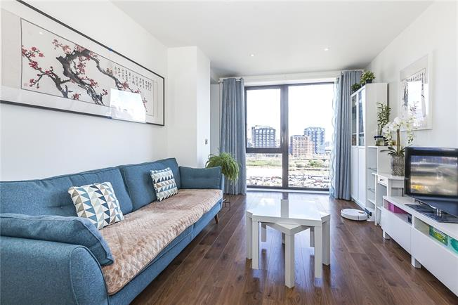 Asking Price £380,000, 1 Bedroom Flat For Sale in London, E14