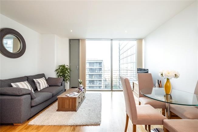 Asking Price £540,000, 1 Bedroom Flat For Sale in London, E14