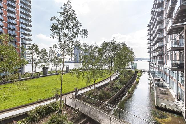 Asking Price £635,000, 2 Bedroom Flat For Sale in London, E14